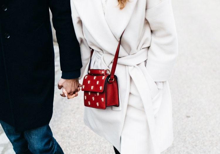 Viete si kabelku zladiť k zimným outfitom?