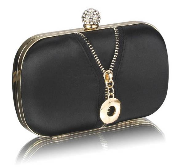 kabelka-cierna-spolocenska-so-zipsovou-dekoraciou