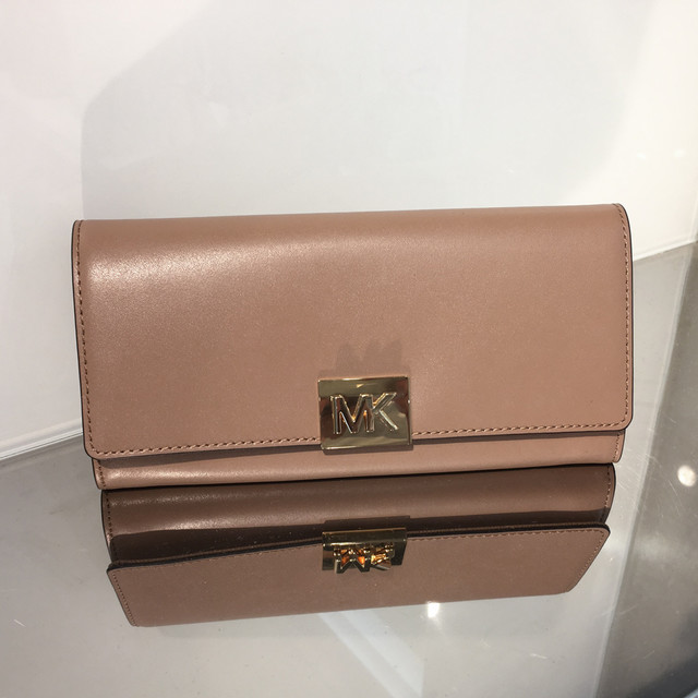 mindy-carryall-leather-wallet