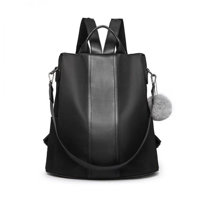 Batoh - elegantný cez rameno s pompom príveskom, čierny
