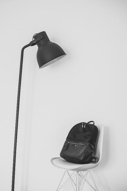 Čierny kožený ruksak