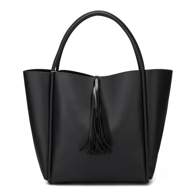Kabelka - Dala veľká so strapacom, čierna